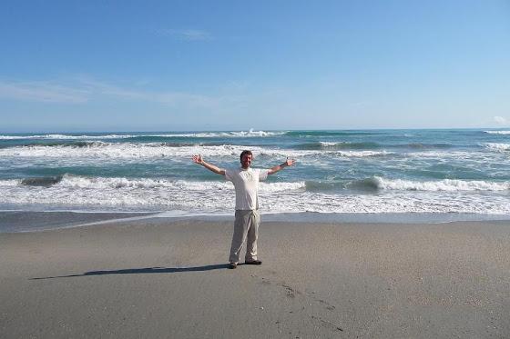 Y llegamos a Wanaka y aquí estoy yo en la playa