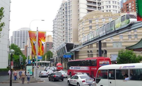 Aquí va andando el Monorail, en Sydney, Australia