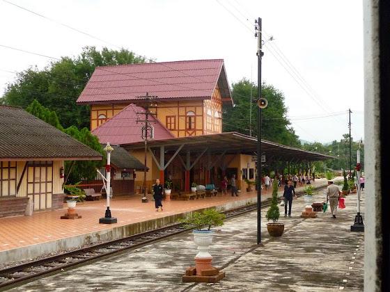 Aquí una foto de la estación del tren en Chiang Mai