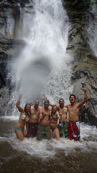 Aquí estamos todos los que ibamos en el Day Trip Safari muy contentos bañandoonos en el agua fría