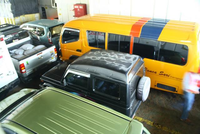 Los autos en el ferry