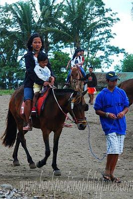 tagaytay picnic grove horseback riding