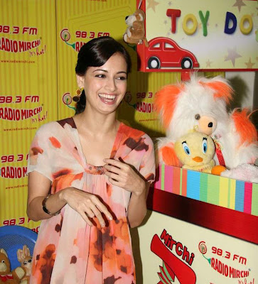 Dia Mirza spends time with NGO Children Toy Foundation