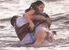 Dhoni and Sakshi At Goa Beach