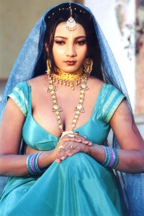 Hot Amature Mallu Aunties From India: aunty in Blue saree cleavage ...