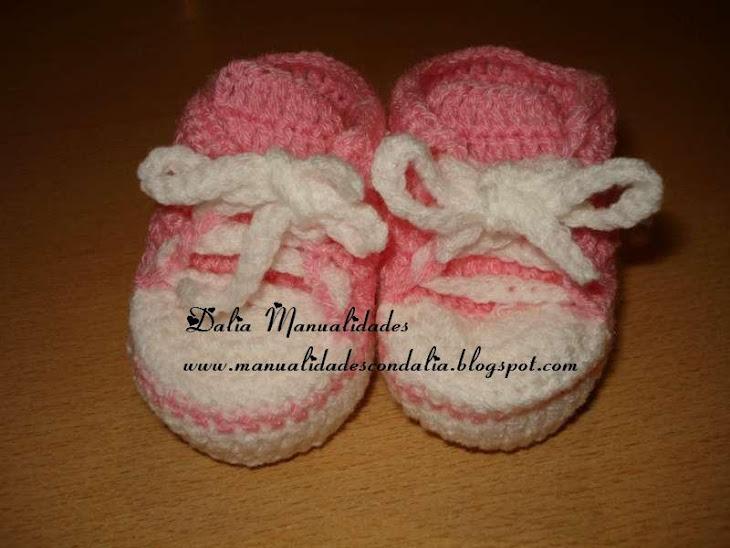 zapatillas rosa y blanca para bebes