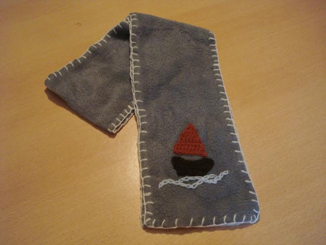 souvenir-bufanda con apliques al crochet