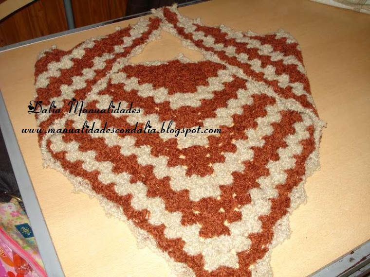 triangulo en marron y beige