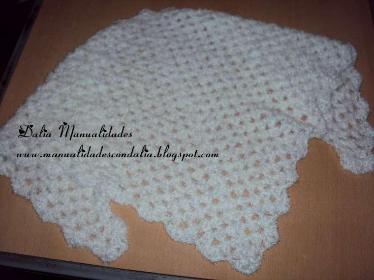 triangulo blanco con lana peluche