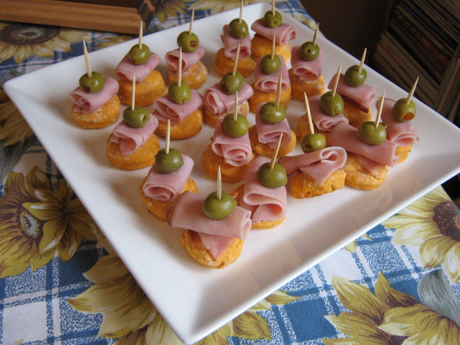 Les douceurs de genny canap s jambon olive sur petit biscuit for Canape au fromage