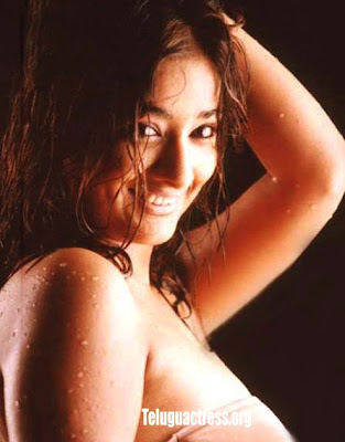 Kiran Rathod wet bathing photos