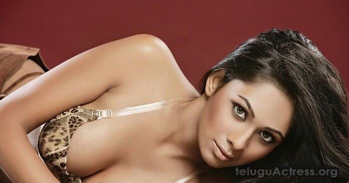 Pooja Bose Hot Photos with Just Bra