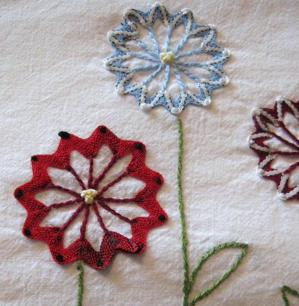 Ric-rac flowers embroidery tutorial....