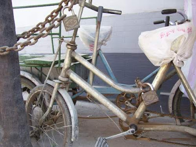 Image of a work bike in a Beijing hutong
