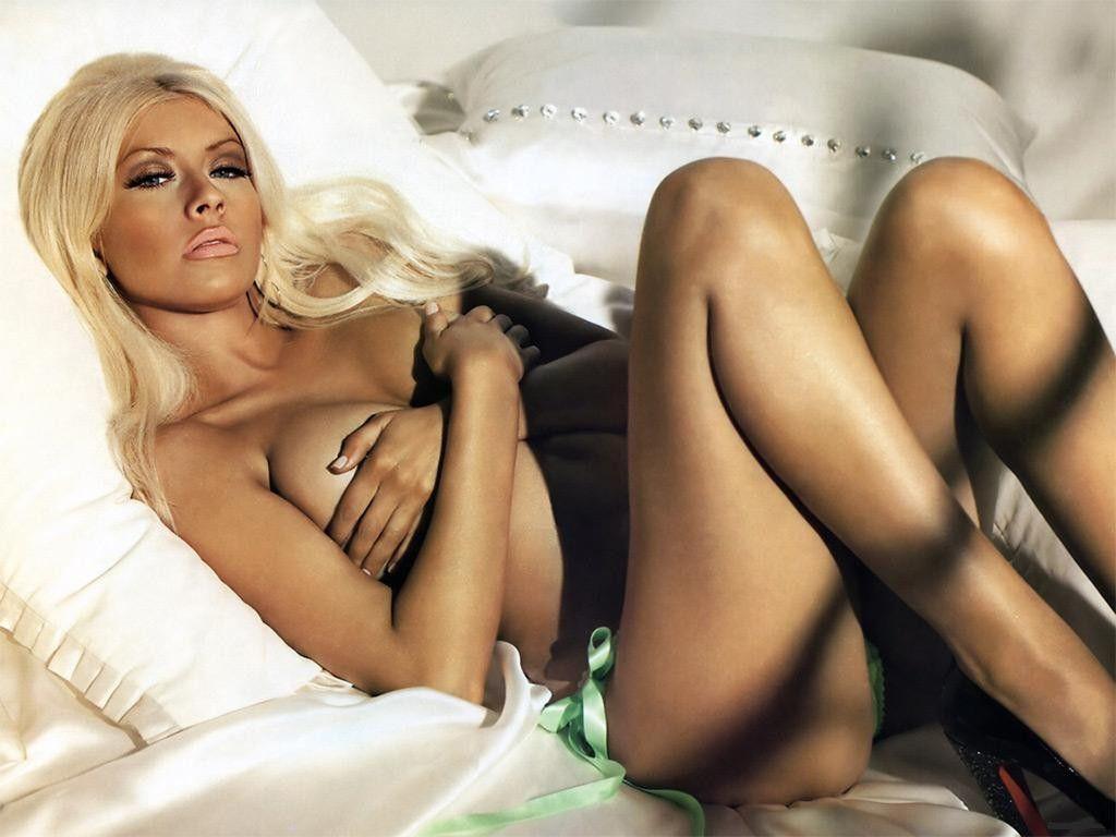 http://2.bp.blogspot.com/_wDzn4nVOpKA/TSyl4ult7UI/AAAAAAAAAxE/CiXLHqb2OeY/s1600/Christina-Aguilera-Sexy-Pose-Naked-1-1024x768.jpg