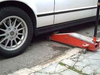 Manual de como cambiar los neumaticos de un auto