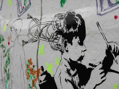 Cables en el cerebro. Fragmento de un grafitti de Excusados. Bogotá, febrero 2006