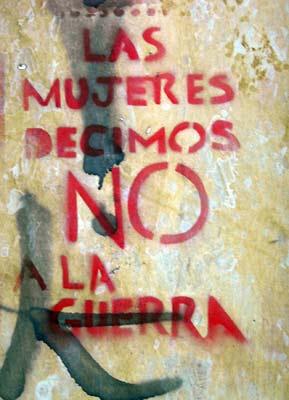 Graffitti pacifista feminista en una pared de Bogotá. Abril, 2008