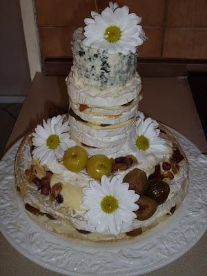 no actual wedding cake at
