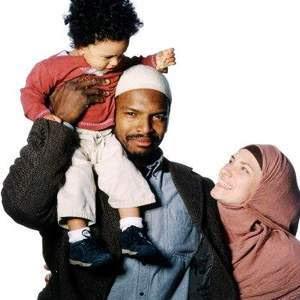http://2.bp.blogspot.com/_wIlbZPtT8JU/S06CPhbrZDI/AAAAAAAAAMI/bdJtR4fftxo/s400/muslim_family.jpg