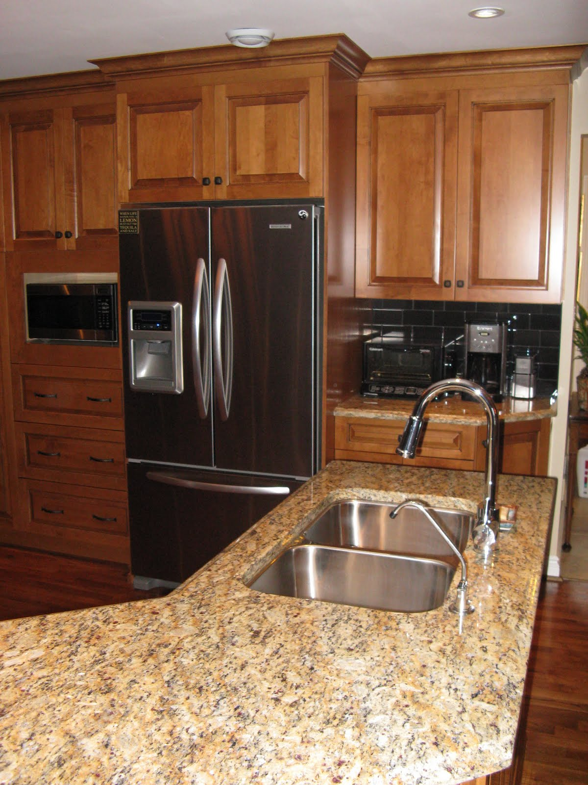 Medium Maple Kitchen Cabinets