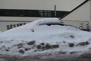 Auto lumen peitossa