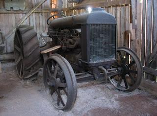 Vanha Fordson-traktori