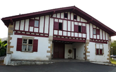 La maison basque ou etxe for Photos maison basque