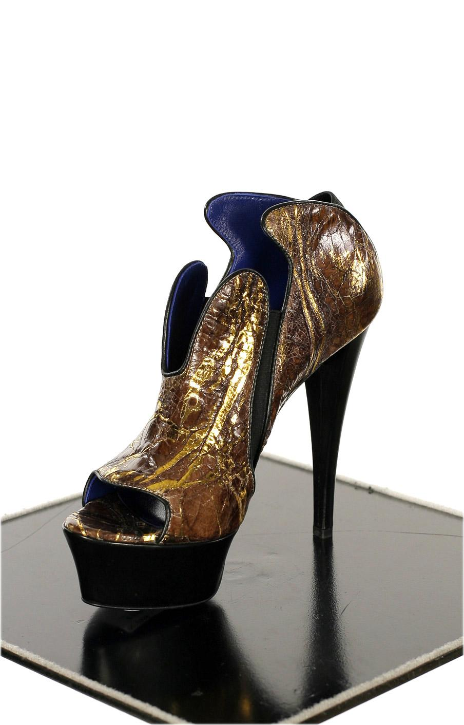A silent scream in a noisy world raphael young urban for Haute couture shoes