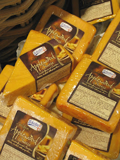 Ilchester Applewood Smoked Cheddar/pasteurized cow's milk/Somerset ...
