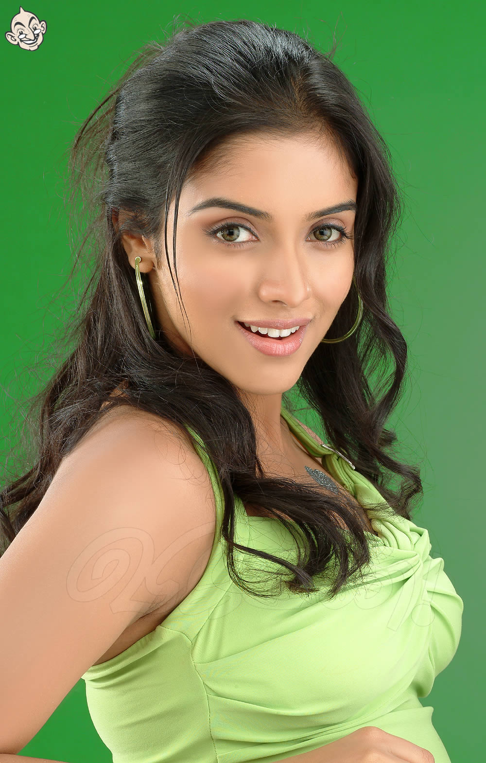 Asin walks out while Trisha