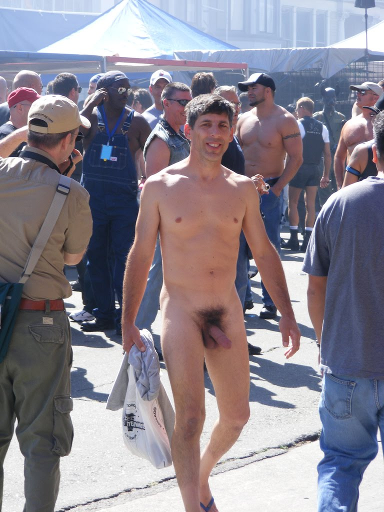 performing males: Men naked on the street