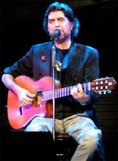 É um compositor nascido em 1949 em Úbeda onde estudou com freiras Carmelitas e sacerdotes