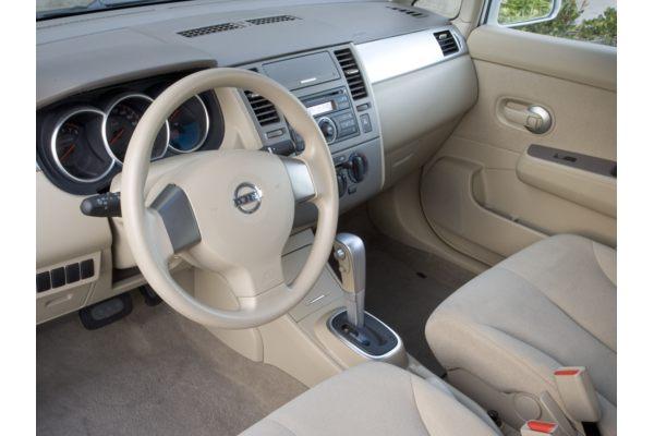 Nissan Versa 2010 Interior. Nissan Versa 2010 Sedan.