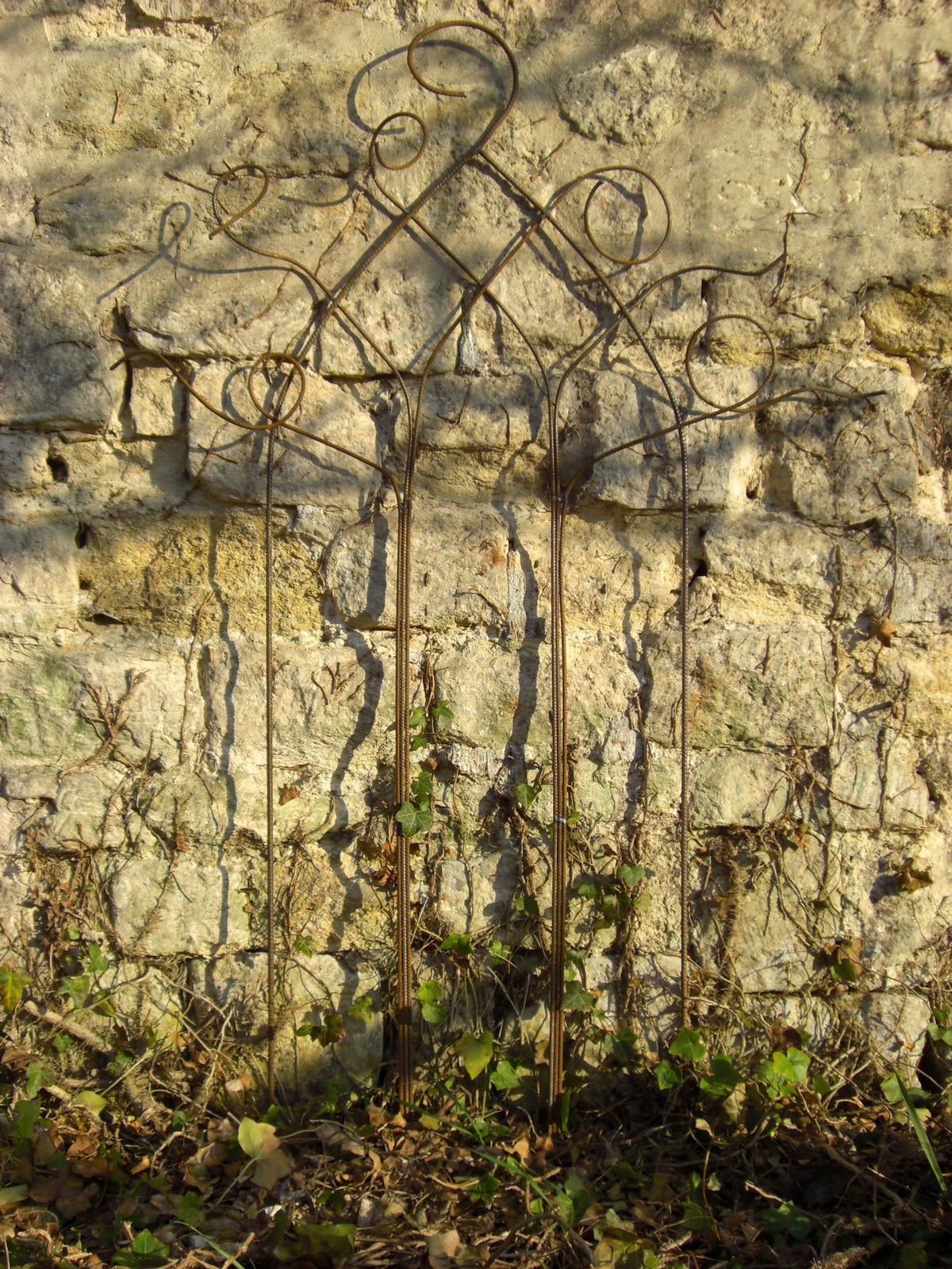 La f erailleuse fen tre gothique grimpe ta plante for Fenetre gothique
