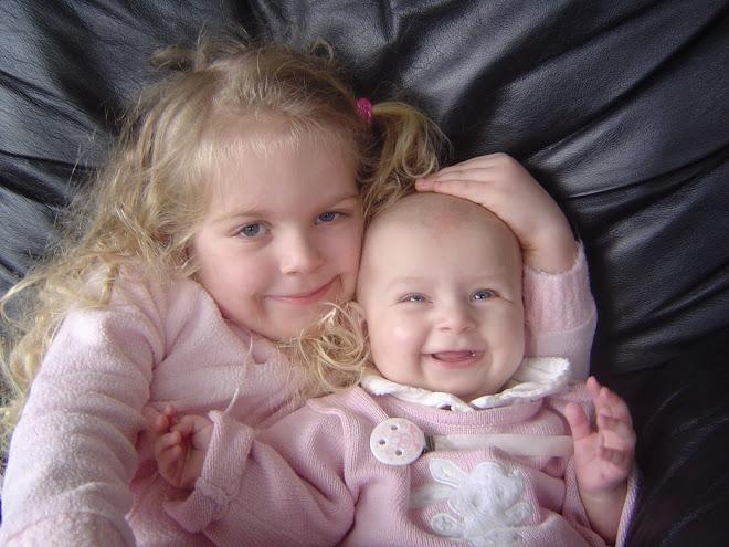 Linnea Marie og Caitlin Isabella