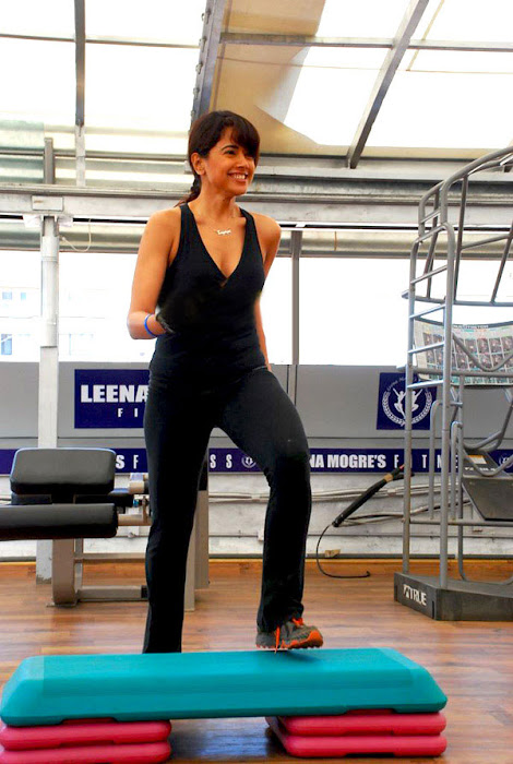 sameera reddy in gym hot images