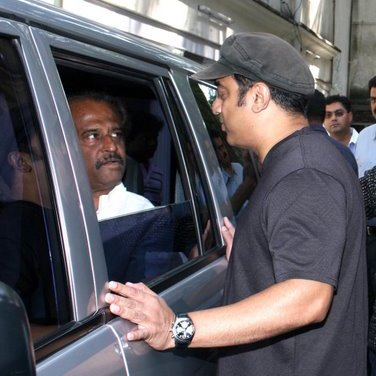 indian-desi-actor-rajnikant-movie-celebrity-filmstar-rajni-health-hospital-icu-chennai
