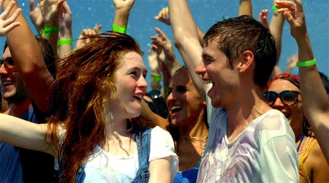 Jóvenes saltando en el anuncio Movistar Tarifa Plana Internet Móvil Verano 2010