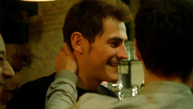 Iker Casillas en el anuncio Mahou Navidad 2010 Cena muy especial