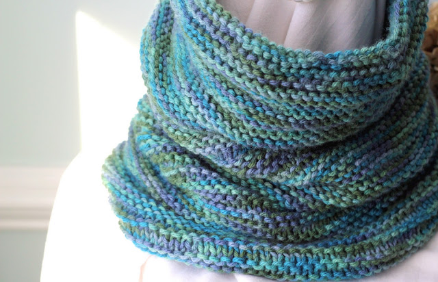 gift presents for women: knitted cowl tutoriral make handmade, crochet, craft