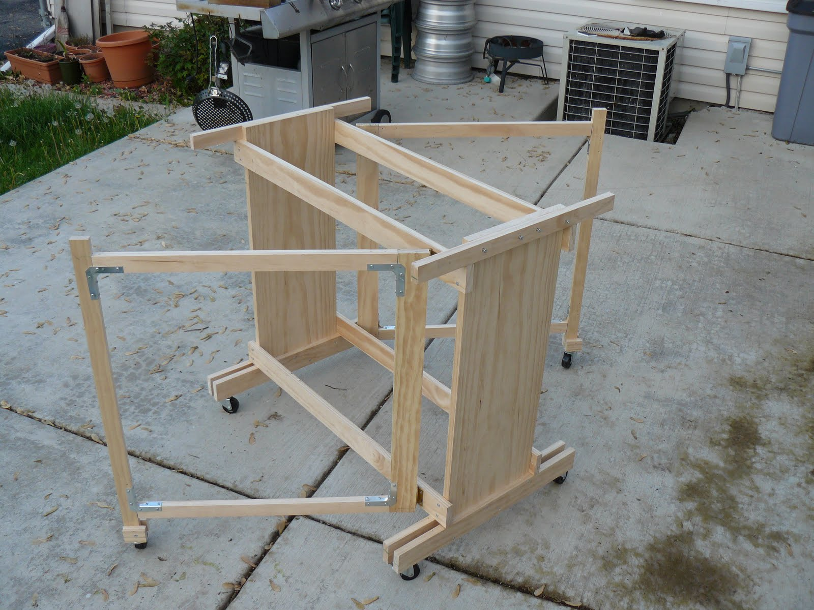 The gamer 39 s workbench fold away table part 2 the base - Fold away table ...