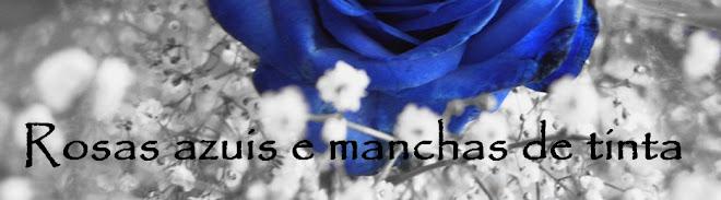Rosas azuis e manchas de tinta