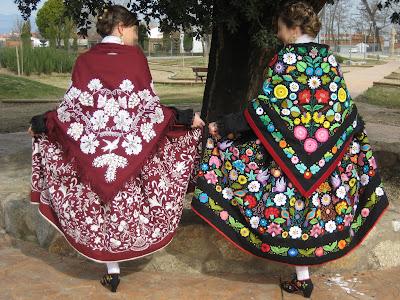 trajes bordados a mano