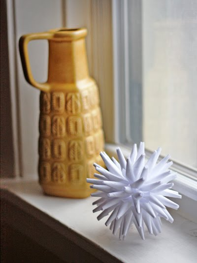 Diy modern paper ornament how about orange for Diy paper ornaments