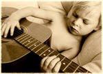 ребёнок с гитарой