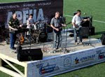 рок группа на сцене