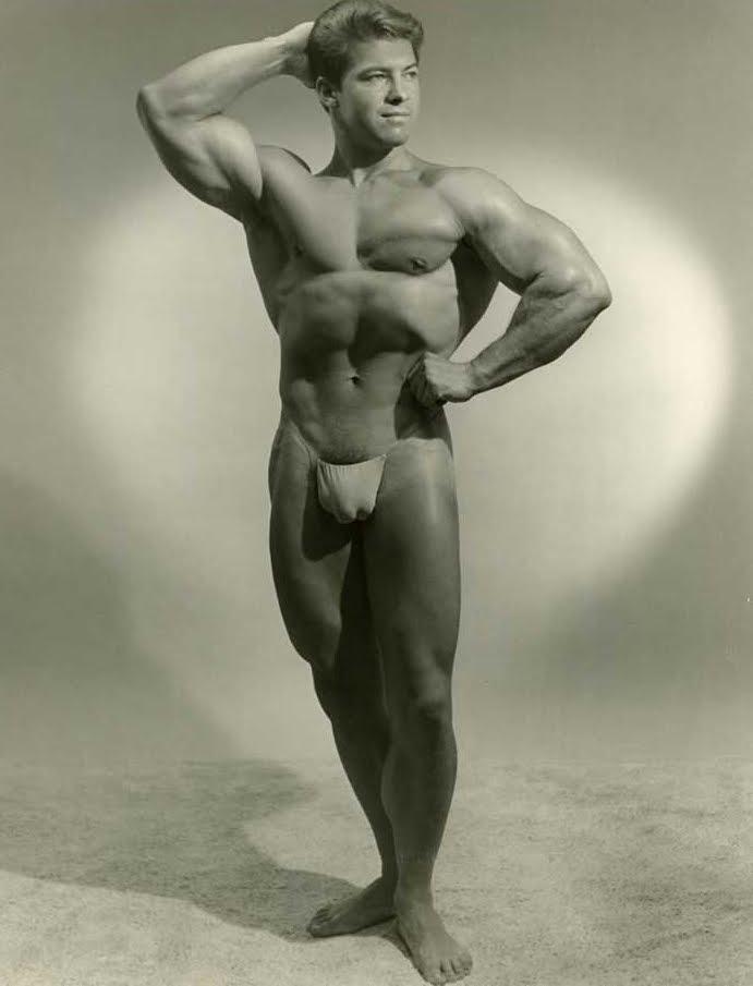 via 2.bp.blogspot.com via Male Models Vintage Beefcake