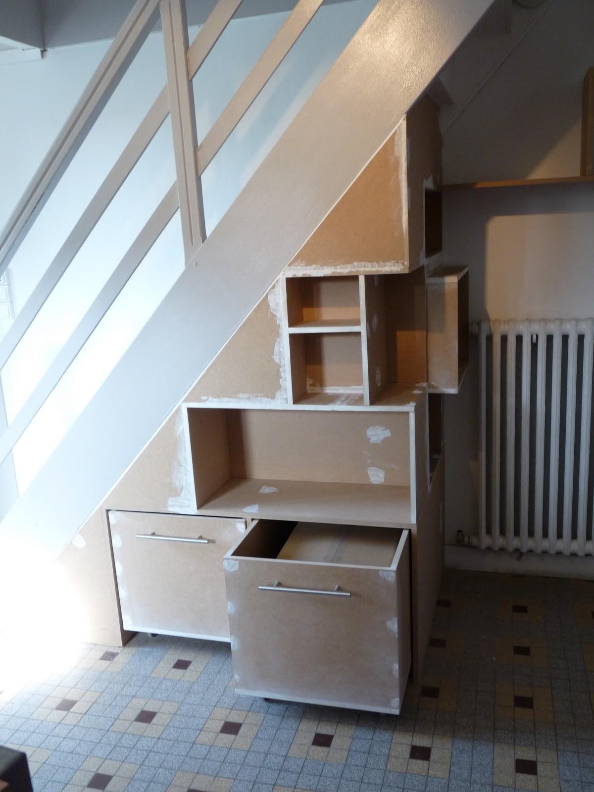 Fanny le gall d coration une biblioth que sous un escalier for Decoration sous escalier