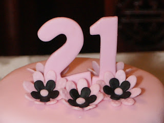 Fondant Cake Is One Of My Favorite Color Combinations The Subtlety Pink With Black Makes A Bold Yet Elegant Statement For This 21 Year Old